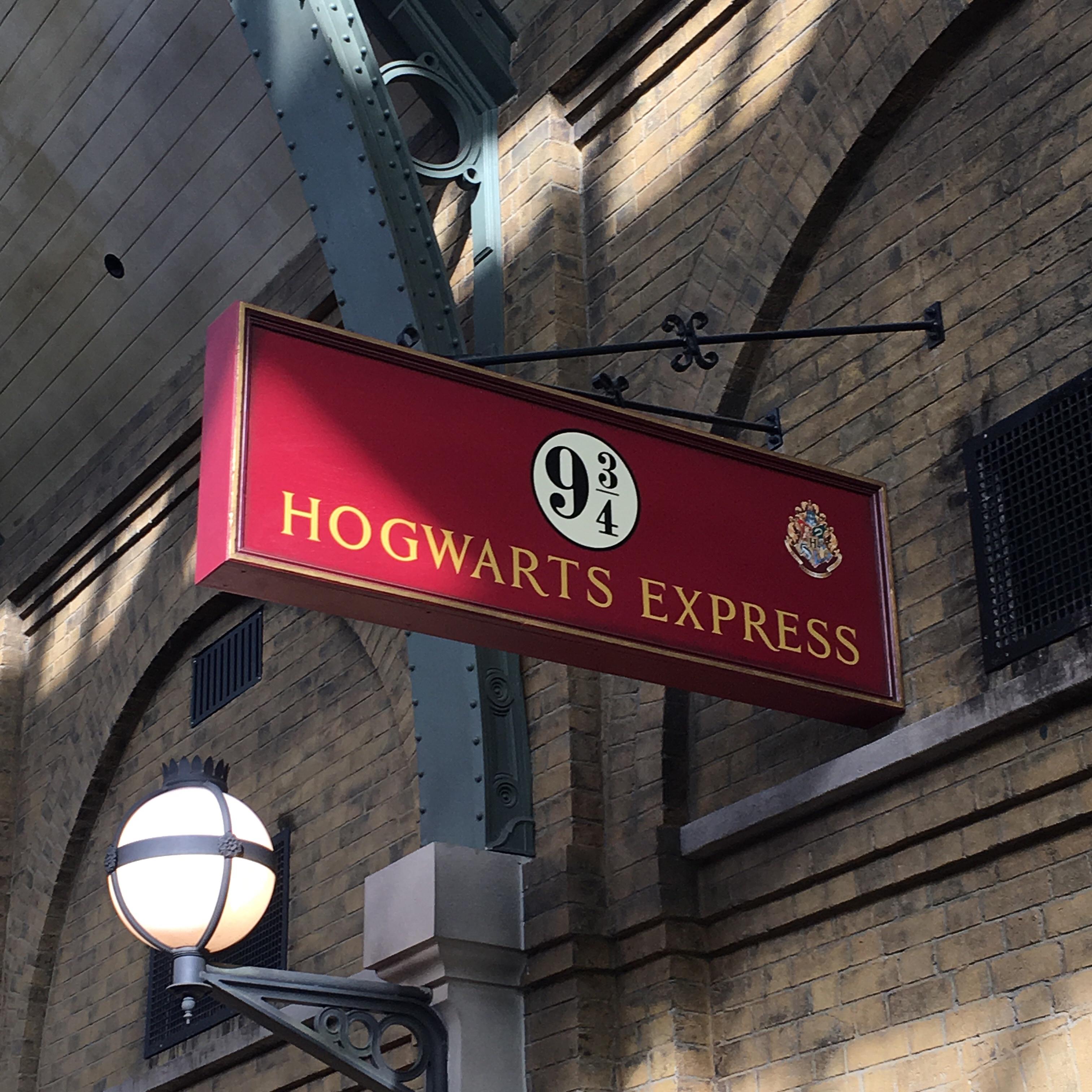 Platform 9 3/4 Harry Potter World